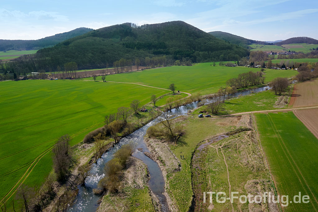 Frühlings-Luftaufnahme der Lahn bei Caldern