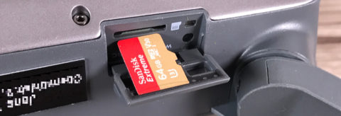 Bei mir kommt gleich die 64GB Karte von Sandisk rein. Ich investiere gern ein bisschen mehr, wenn man dadurch das Risiko mindern kann, dass Aufnahmen misslingen oder eventuell die ganze SD Karten irgendwann den Löffel abgibt (Foto: JK)..