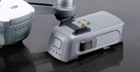 Foto der Intelligent Flight Battery – wie DJI den smarten Lipo nennt, der den Quadrocopter betreibt (Foto: DJI).